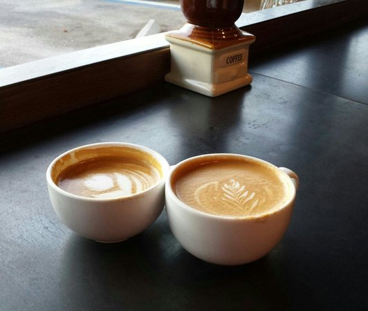 Bold Bean Coffee Roasters: Cappuccino on the left, latte on the right... the perfect pair