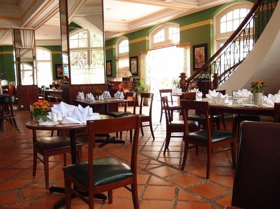 Le Cafe de la Poste : Nice decor