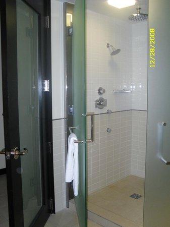Le Merigot at Tropicana: thick glass doors