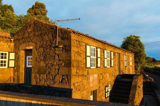 Adegas do Pico: Casa do Misterio from the side patio with morning sun