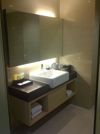 Swiss-Belhotel Mangga Besar: The Washroom