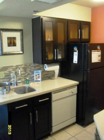 Staybridge Suites San Francisco Airport: Refrigerator will store easily 3 to 5 days of grocery for 6 people