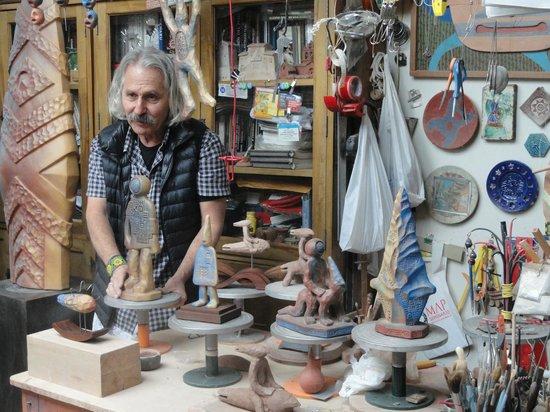Ceramicas Seminario: Pablo Seminario in his studio.