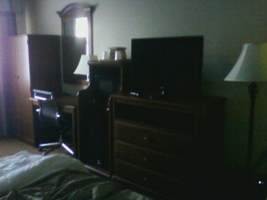 Comfort Inn Santa Rosa: Room cluttered with furniture