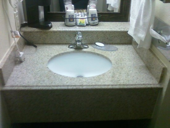 Comfort Inn Santa Rosa: Sink area, no room