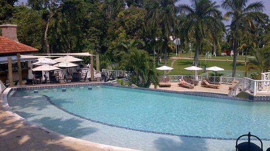 Sandals Ochi Beach Resort : Quiet and Cozy Pool Manor Level