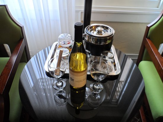 Chancellor Hotel on Union Square: Bottle of wine, gift from the hotel