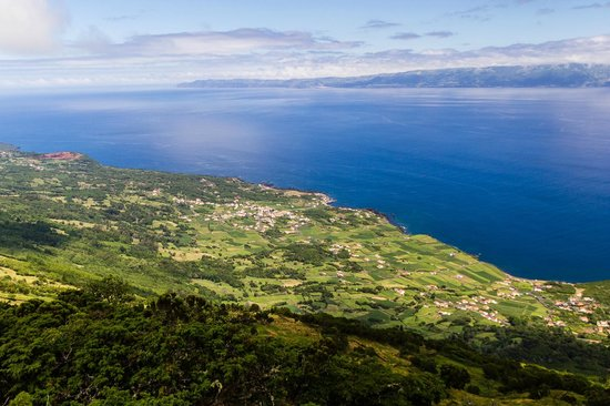 Adegas do Pico : Looking down on Prainha from the grassy highlands
