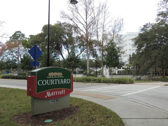 Courtyard Jacksonville Mayo Clinic/Beaches: short walk across the street to Davis Building