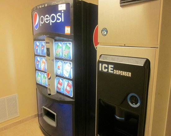 Holiday Inn Winter Haven: ice and vending