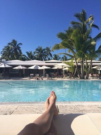 Catalonia Royal Bavaro: view from the day bed overlooking the infinity pool