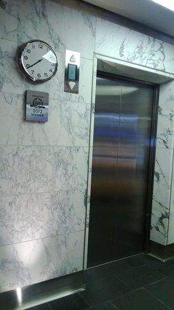 Radisson Blu Plaza Hotel, Helsinki : Hotel's lifts near reception