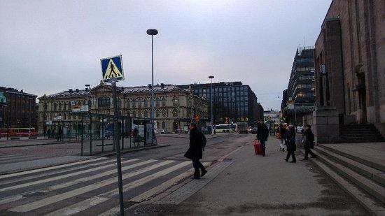 Radisson Blu Plaza Hotel, Helsinki: Public airport bus station