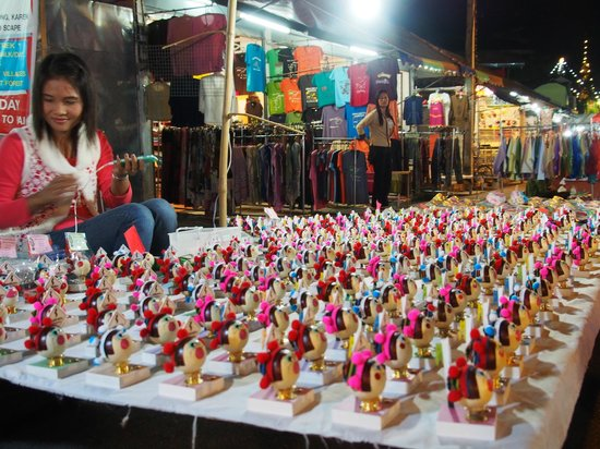 MaeHongSon Lake : A small charming stall in the night market