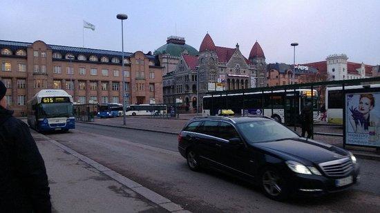 Radisson Blu Plaza Hotel, Helsinki: Central Train station stop for 615 public bus