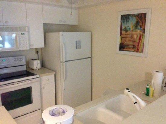Sundial Beach Resort & Spa: Kitchen was larger than some urban kitchen! Basic but efficient