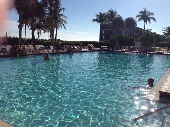 Sundial Beach Resort & Spa: Really nice pool and amenities, but lounging at pool you could not see ocean.