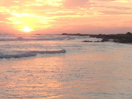 Paradise Villas: Sunset swim