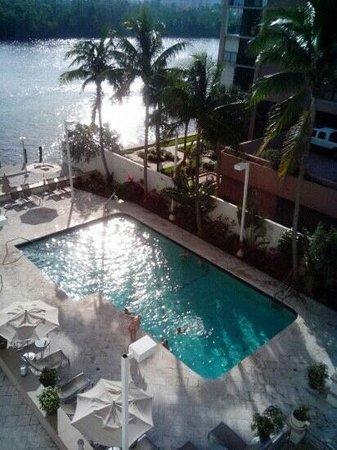 GALLERYone - A DoubleTree Suites by Hilton Hotel: piscine