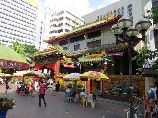 Kuan Yin Thong Hood Cho Temple: Street View