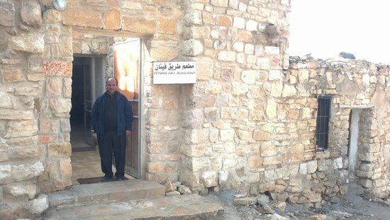 Fienans Way Restaurant: The owner of the restaurant - Ali - standing in the entry