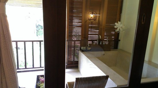 Peace Resort: Amazing Tub!