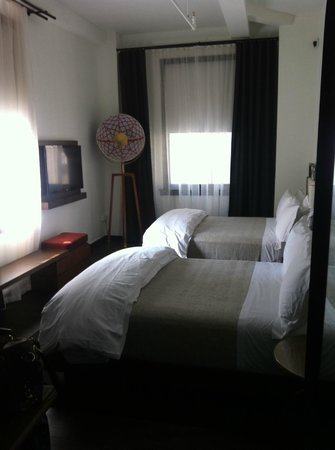 Refinery Hotel: The beds were so delicious, it was nearly impossible to get up for work.
