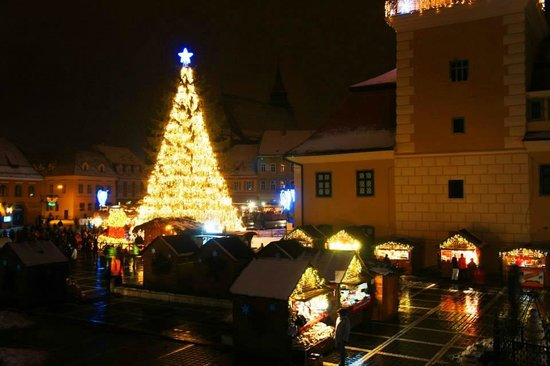 Hotel Casa Wagner: View of the town square at night during Christmas period