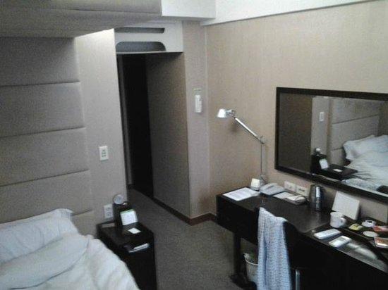 Metro Hotel: Single room (a little messy)