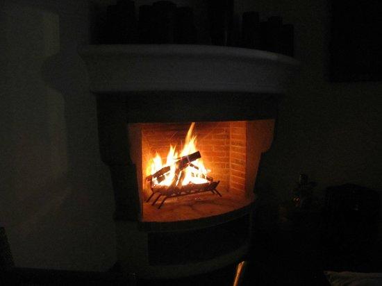 San Rafael Hotel: Fireplace
