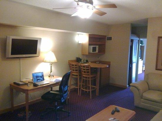 Wyndham Glenview Suites Chicago North: Kitchen