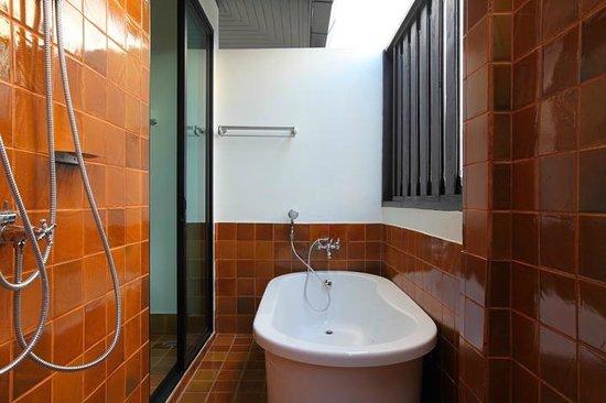 99 The Gallery Hotel: Suite Bathroom