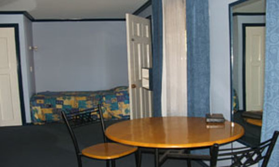 Village Motor Inn: blueroom