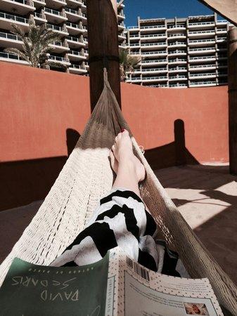 Las Palomas Beach & Golf Resort: Spent hours reading in the hammocks