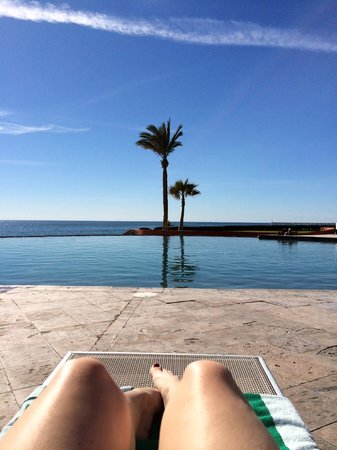 Las Palomas Beach & Golf Resort: too cold to swim not tan