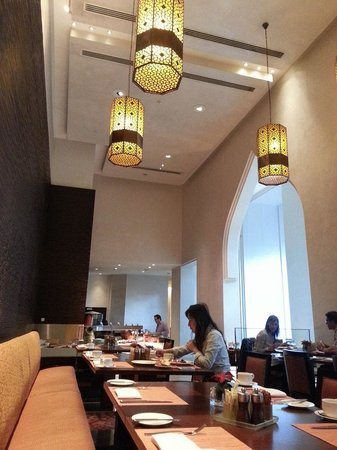Manzil Downtown Dubai: Conservatory for breakfast