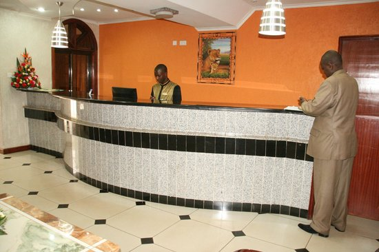 Hennessis Hotel: FRONT OFFICE