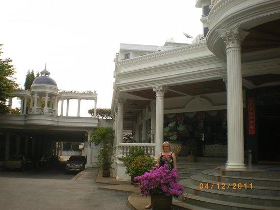 Caesar Palace Hotel: Вход в отель