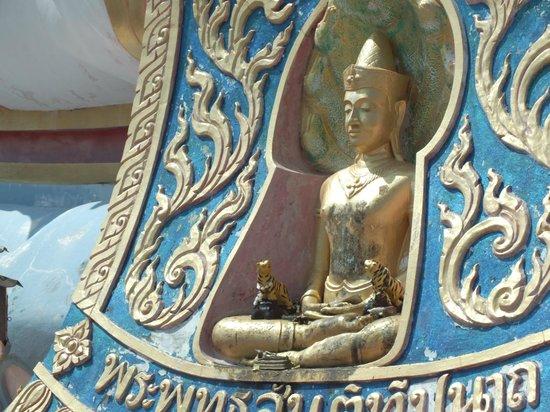 Big Buddha Temple (Wat Phra Yai): Little Buddha