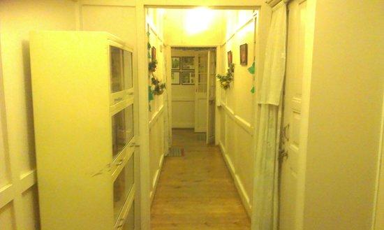 Aerodene Cottage: lobby