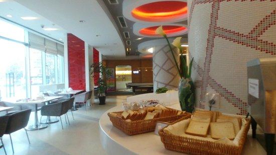 Holiday Inn Express Sanlin Shanghai: restaurant