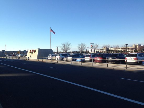 Hampton Inn & Suites Washington-Dulles International Airport: Airport Parking