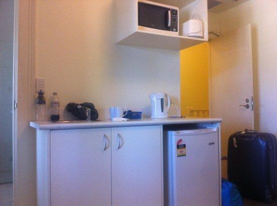 Hughenden Boutique Hotel : Kitchenette within sitting room