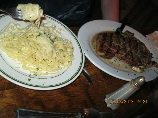O'Sole Mio Trattoria Italiana: Alfredo and steak