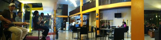 Grha Ciumbuleuit Guest House : Live Acoustic Music Every Saturday Night