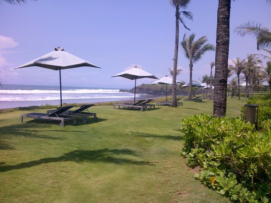 Alila Villas Uluwatu: Beach outside the room