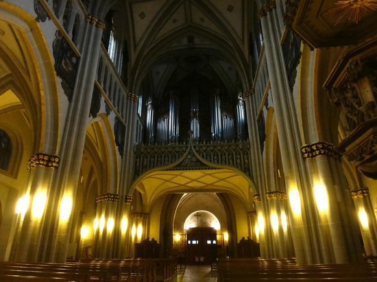 Cathédrale St-Nicholas: Massive organ by Aloys Mooser
