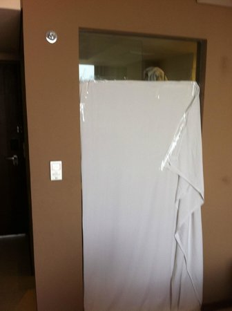 Midtown Hotel: drap pour séparer (visuellement) la chambre de la salle de bain