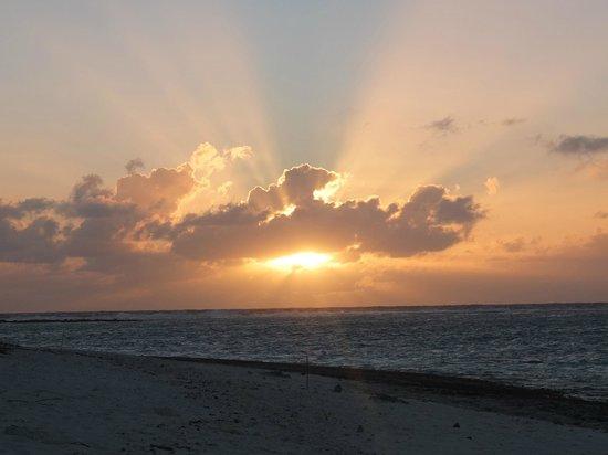 L'alba dalla spiaggia del Le Kuriri
