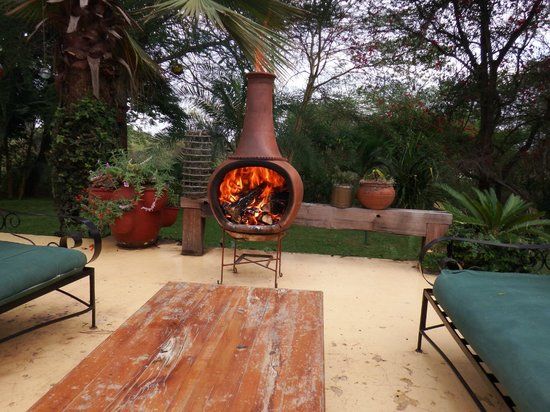 Arusha Safari Lodge: Evening fire on the verandah